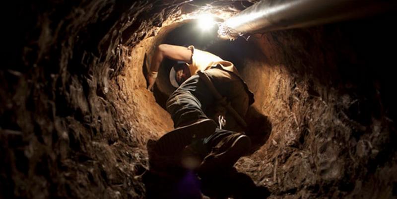 В ларек «Колбаса» в Николаеве вор проник через подземный ход. Но добычу унести не получилось