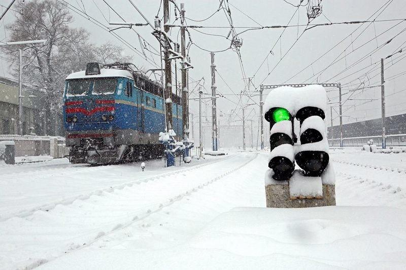 Непогода задерживает и поезда: как минимум, 6 составов опаздывают