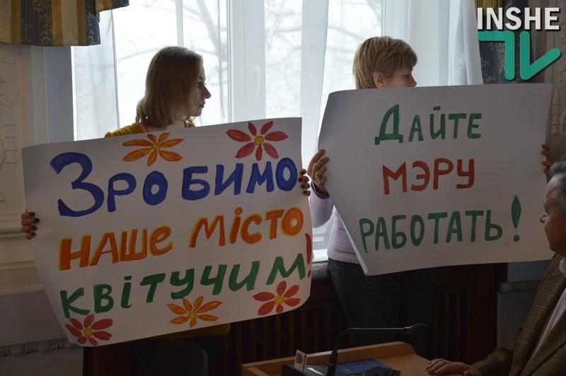 Сессия Николаевского горсовета никак не начнётся, а депутат Ентин успел поругаться с «сектой Сенкевича»