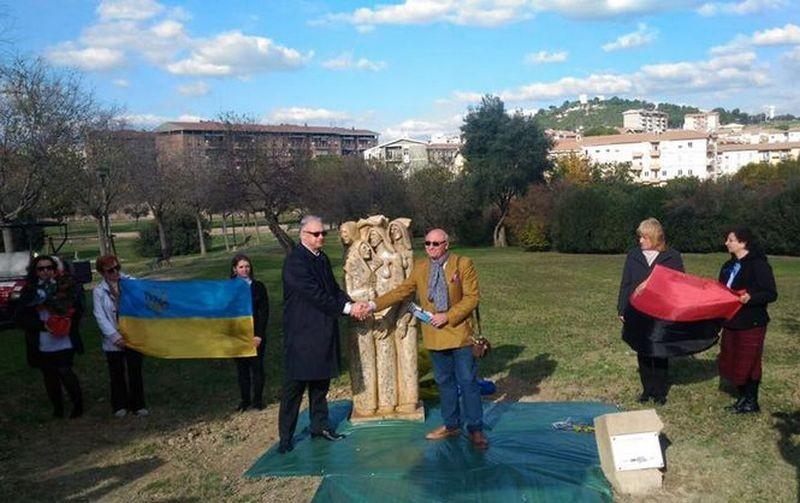 «Это настоящее историческое событие» – в Италии открыли первый памятник жертвам Голодомора 1932-1933 годов