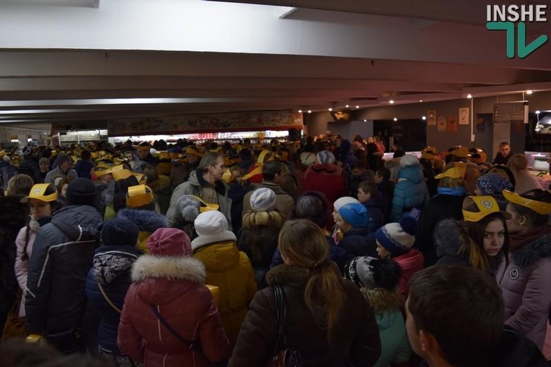В николаевском супермаркете пытались поставить рекорд по массовому исполнению колядки