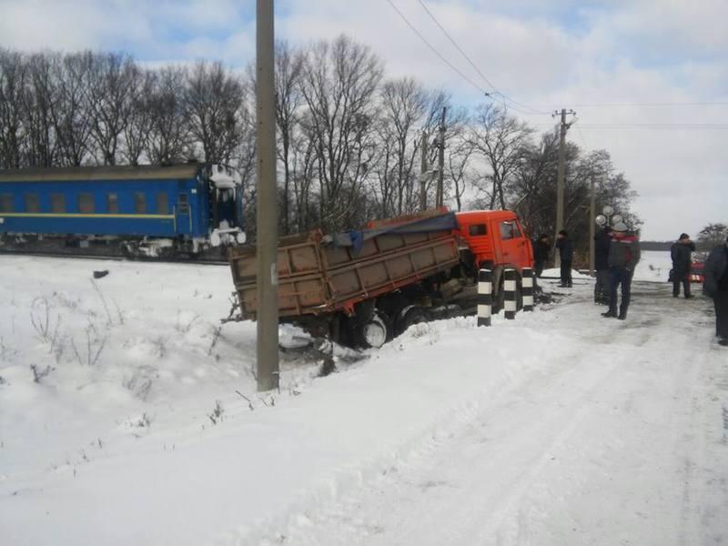 """Поезд """"Хмельницкий – Москва"""" столкнулся с КамАЗом"""