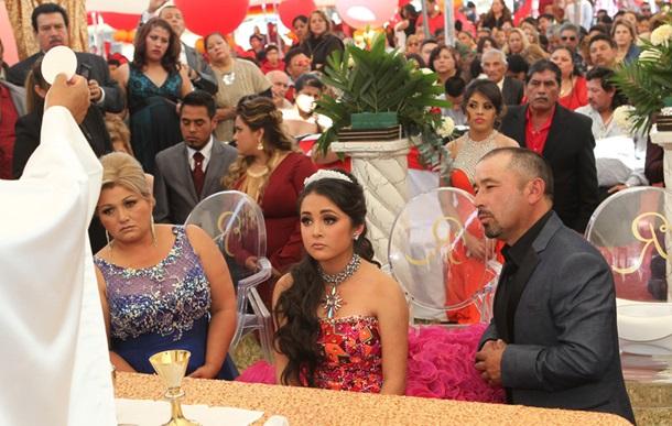 Из-за сообщения в Фейсбуке на День рождения юной мексиканки съехалось больше миллиона незнакомых людей
