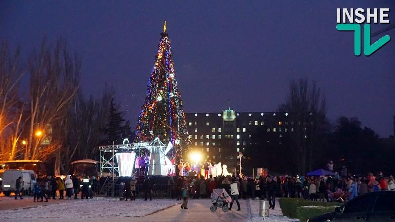 «И с прекрасным настроеньем Петуха встречает год»: в Николаеве зажгли Главную городскую елку