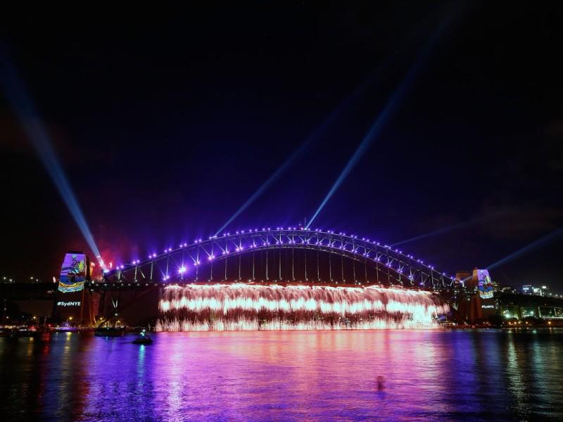 С Новым годом, Австралия! Миллионы людей в Сиднее собрались на праздник