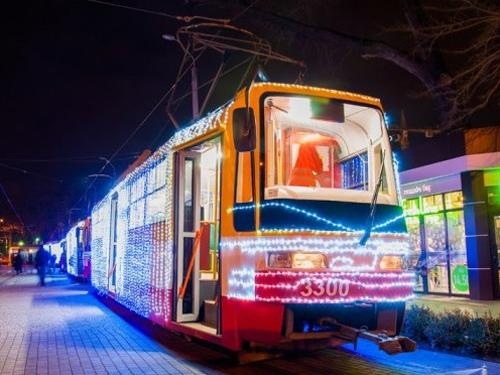 В Одессе прошел парад новогодних трамваев местной сборки