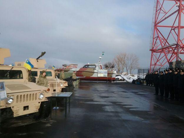 Порошенко передал морякам-пограничникам новый патрульный катер