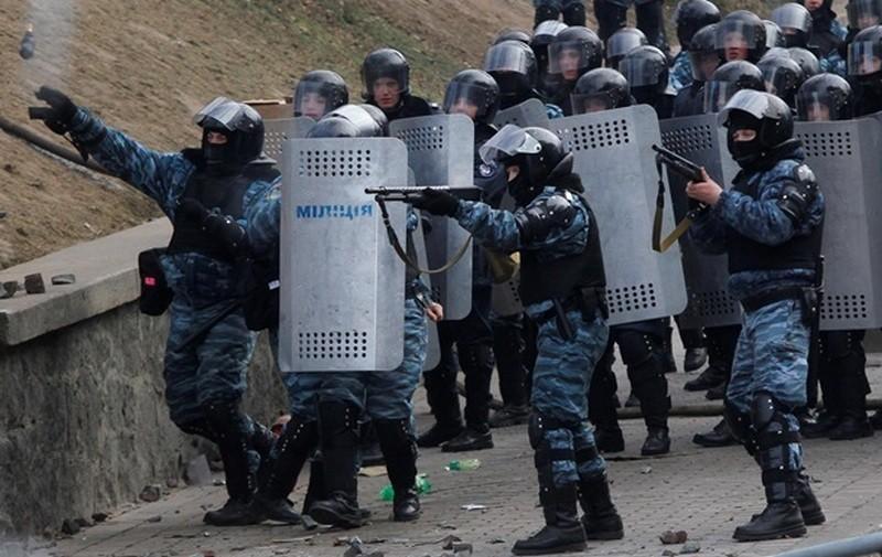 Двое бывших милиционеров ответят в суде за избиение студентов Евромайдана