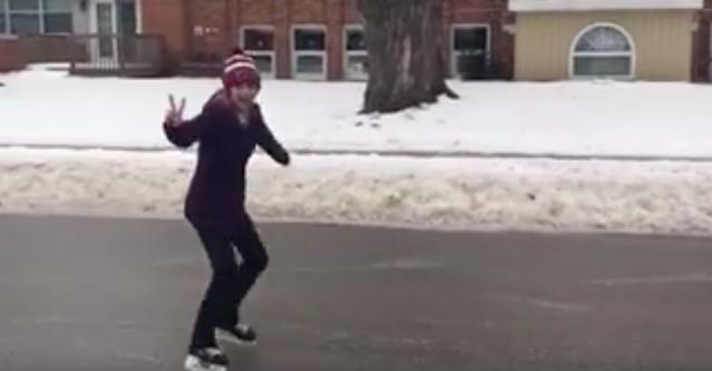 В Канаде прошел ледяной дождь, дороги превратились в лед, и канадцы…встали на коньки