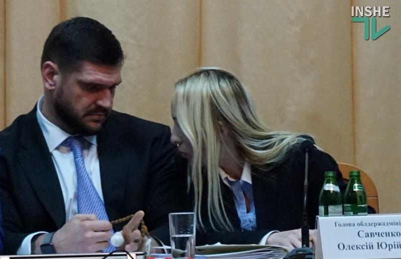 Председатель Николаевского облсовета Виктория Москаленко сама отжиматься не стала, но отца и брата заставила