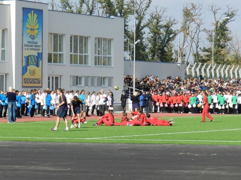 Николаевское гороно заплатит 6,3 млн.грн. за ремонт школьного стадиона фирме брата покойного мэра
