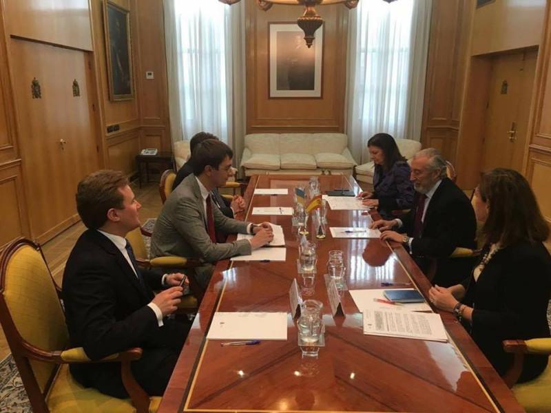 Омелян в Испании обсудил возможность привлечения фондов ЕС к реализации инфраструктурных проектов в Украине