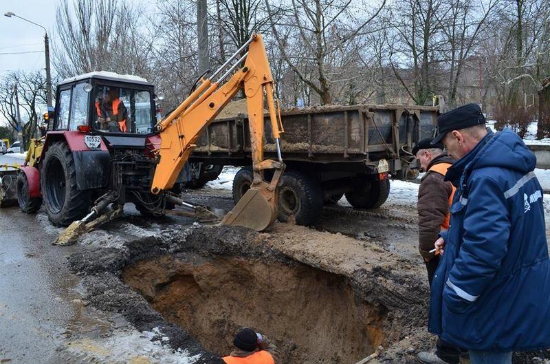 В Николаеве из-за крупной аварии на канализационном коллекторе – провал глубиной несколько метров на пересечении Космонавтов и Богоявленского