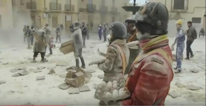 Каждый год, 28 декабря… И так уже более двух веков: яично-мучной фестиваль в Испании