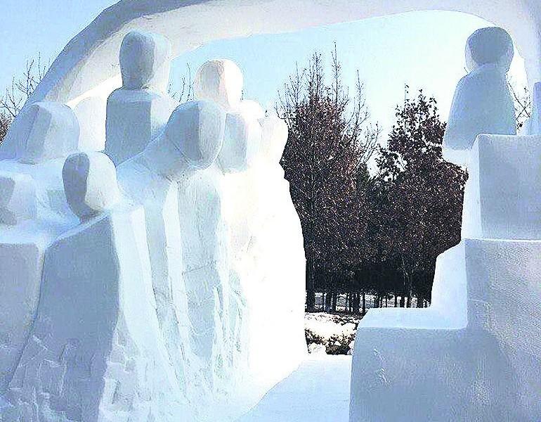 «Путь к совершенству»: одесские студенты покорили китайцев скульптурой из льда