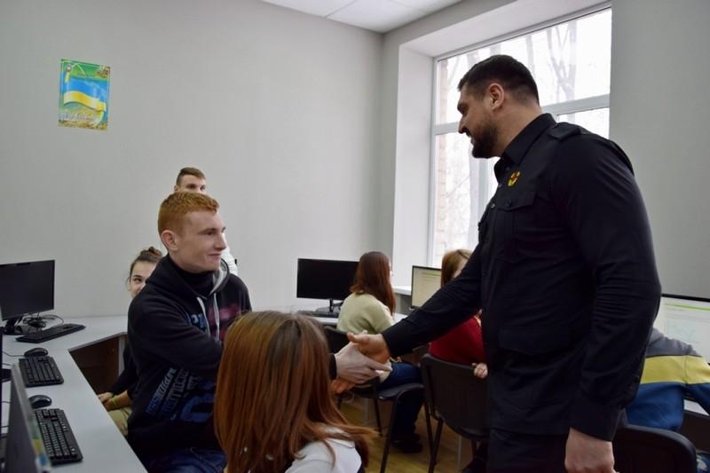 Губернатор Николаевщины проинспектировал условия проживания воспитанников областной школы-интерната №5, которая оказалась в эпицентре скандала