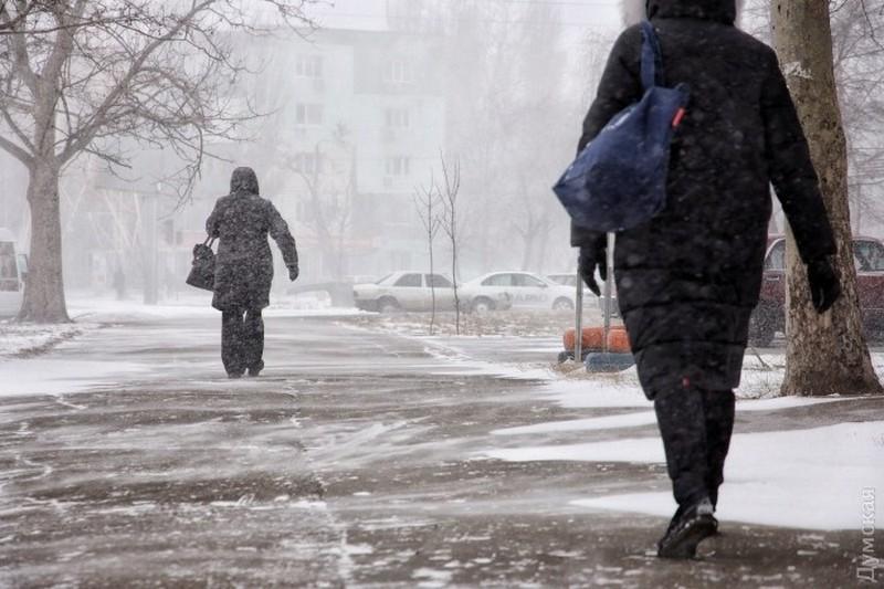 В Одесской области из-за метели сидят без света более 20 населенных пунктов, а также отменены все авиарейсы