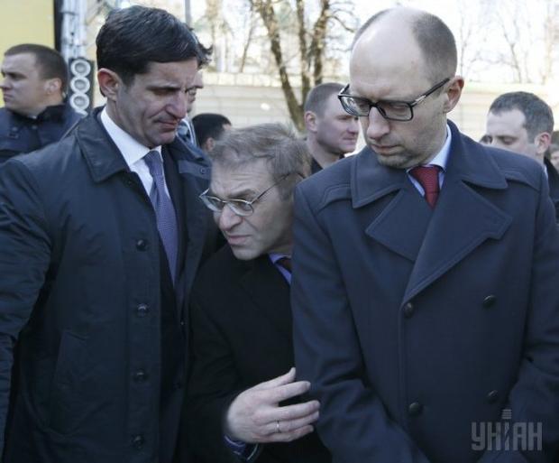 Новое в деле Пашинского. Жена раненого уложила нардепа на асфальт рядом с мужем