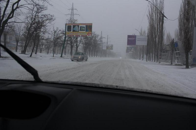 Николаев справляется со снегопадом. Отдельное спасибо водителям, убравшим авто с обочин, от КП «ЭЛУ автодорог»