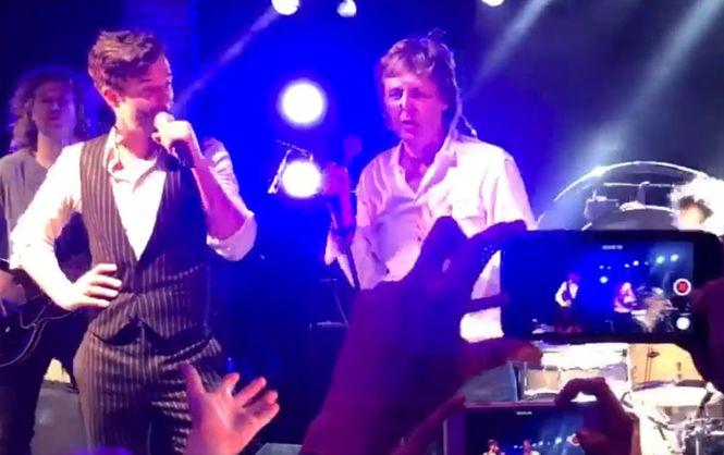 Как умирают легенды. Пол Маккартни вместе с The Killers спел на новогодней вечеринке Абрамовича