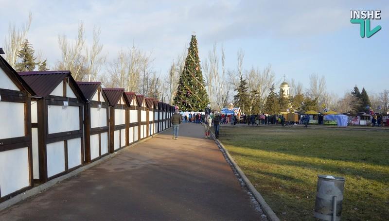 «Есть ли у вас ощущение праздника?». Николаевцы рассказали, что думают о Главной елке и рождественской ярмарке в центре города