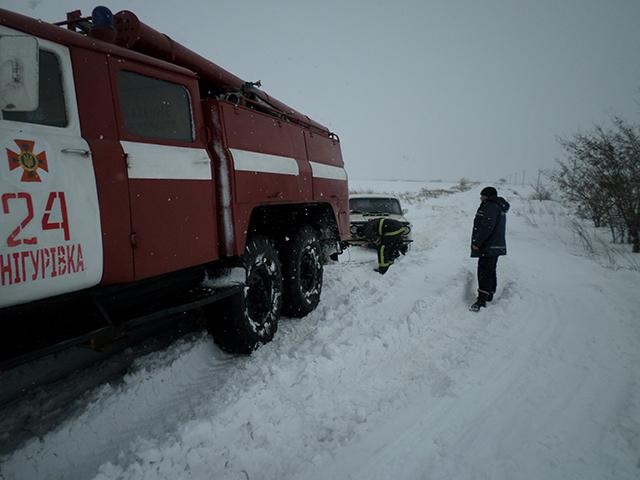 На Николаевщине спасатели помогли гражданам, которые попали в «ловушку зимней стихии»