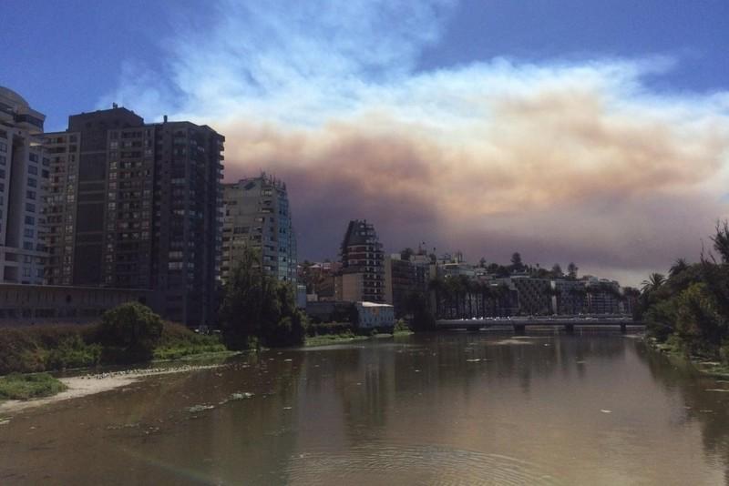 Режим чрезвычайного положения введен в столице Чили из-за беспорядков, вызванных повышением цен на проезд в метро