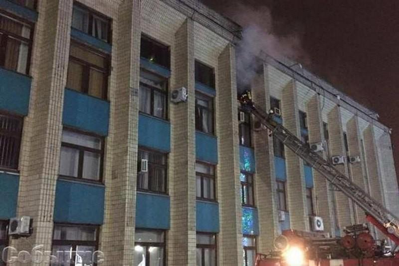 В Каменском во время ночных гуляний подпалили мэрию