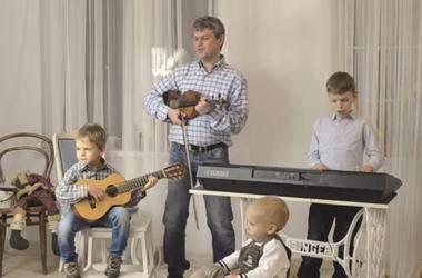 Песня деревьев. Нежная колядка от 8-летнего музыканта