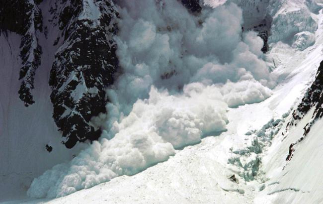 Cпасатели предупреждают о лавинной опасности в Карпатах
