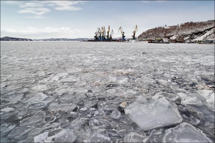 В Днепропетровской области сразу шесть человек провалились под лед