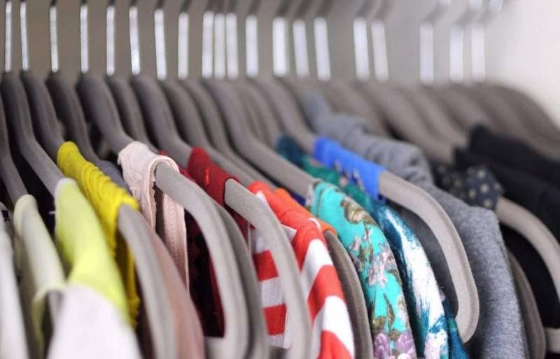 Первый «банк одежды» для нуждающихся открыли в Киеве