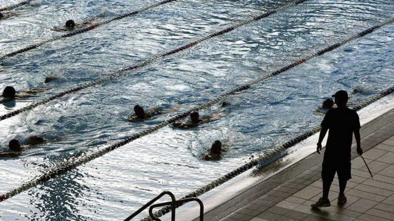 В Швейцарии школьницы-мусульманки теперь будут плавать вместе с мальчиками
