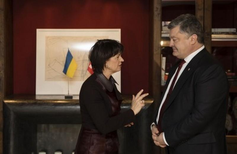 Порошенко согласовал график возврата средств людей Януковича из швейцарских банков