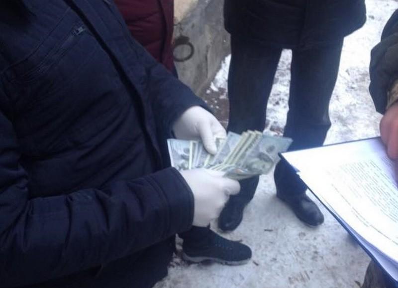 Во Львовской области задержали СБУшника, требовавшего $6,5 тысяч взятки