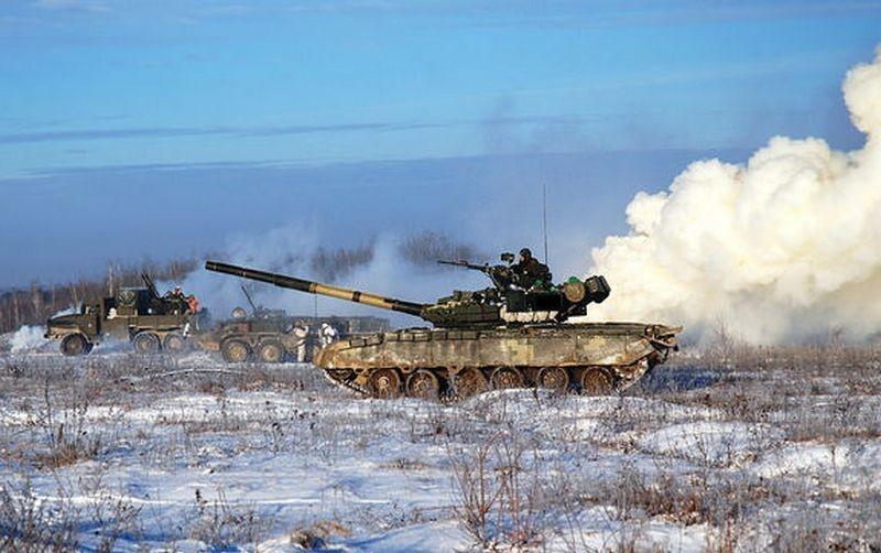 Порошенко поручил модернизировать танки ВСУ вместо закупки новой техники