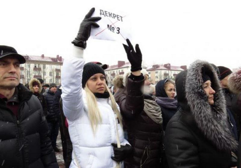«Лукашенко, ты довел народ!»: в Беларуси продолжились акции протеста против налога на тунеядство