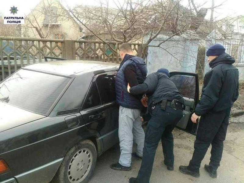 В Николаеве нетрезвый водитель в течение 10 минут сбил 13-летнего школьника, сбежал с места ДТП и врезался в дерево