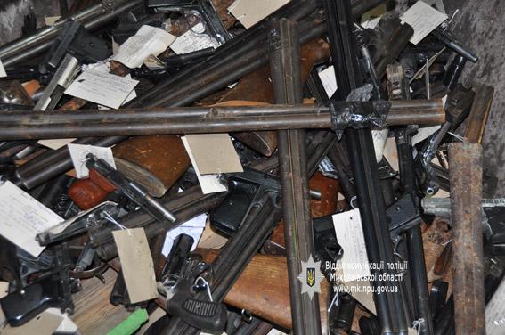 Прощай, оружие: в Николаеве в плавильной печи уничтожили 220 пистолетов и ружей