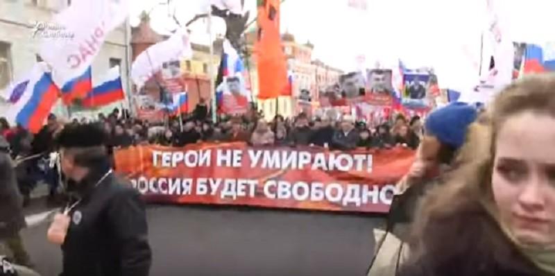 «Герои не умирают»: в Москве проходит Марш памяти Бориса Немцова