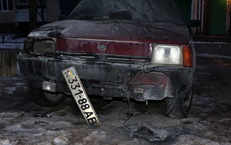 В Днепропетровской области неизвестные сожгли автомобиль редактора местного сайта