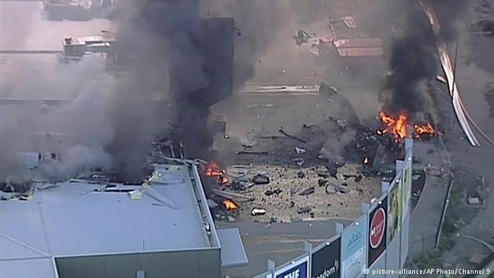 В Австралии самолет рухнул на торговый центр