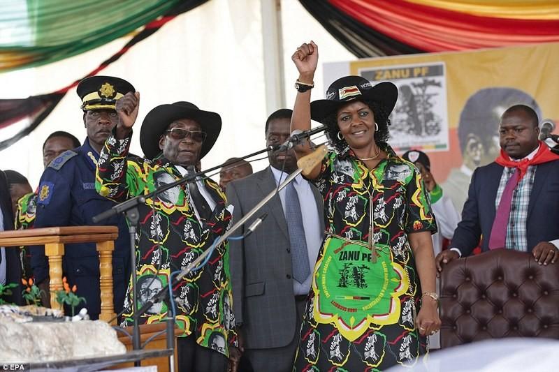 2 млн. долларов на празднование и куртка с собственным портретом: президент Зимбабве отметил свое 93-летие