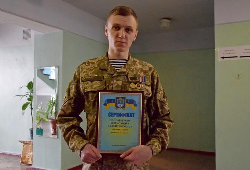 """Николаевский """"морской котик"""" Александр Пономарев получил сегодня сертификат на квартиру"""