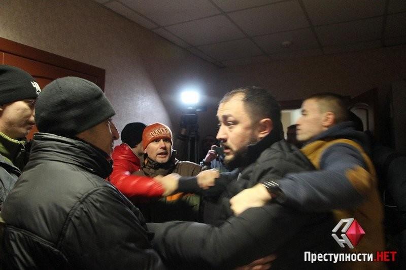 """Атошники и """"Азов"""" в Николаеве сорвали собрание организации Медведчука"""