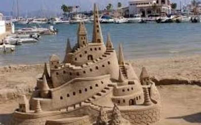 В Индии создали самый высокий в мире замок из песка