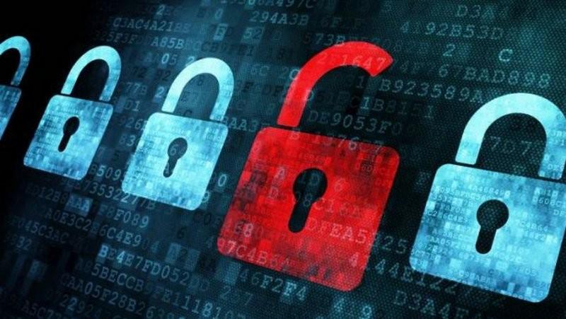 Порошенко ввел в действие решение СНБО, предусматривающее блокировку сайтов по решению суда