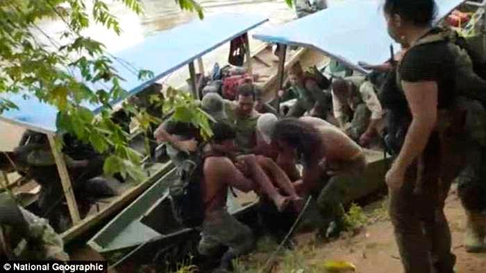 Дикие обезьяны 9 дней кормили туриста, заблудившегося в джунглях