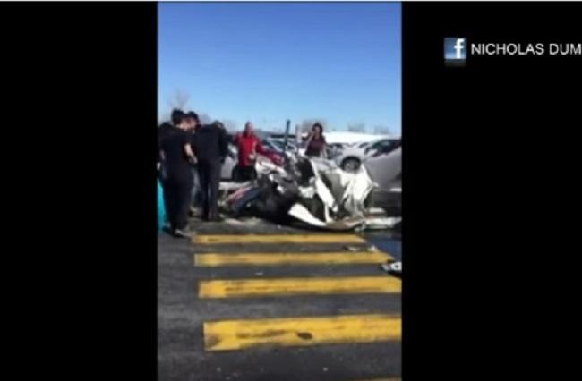 В Канаде упали сразу 2 самолета. Один врезался в торговый центр, другой рухнул на стоянку