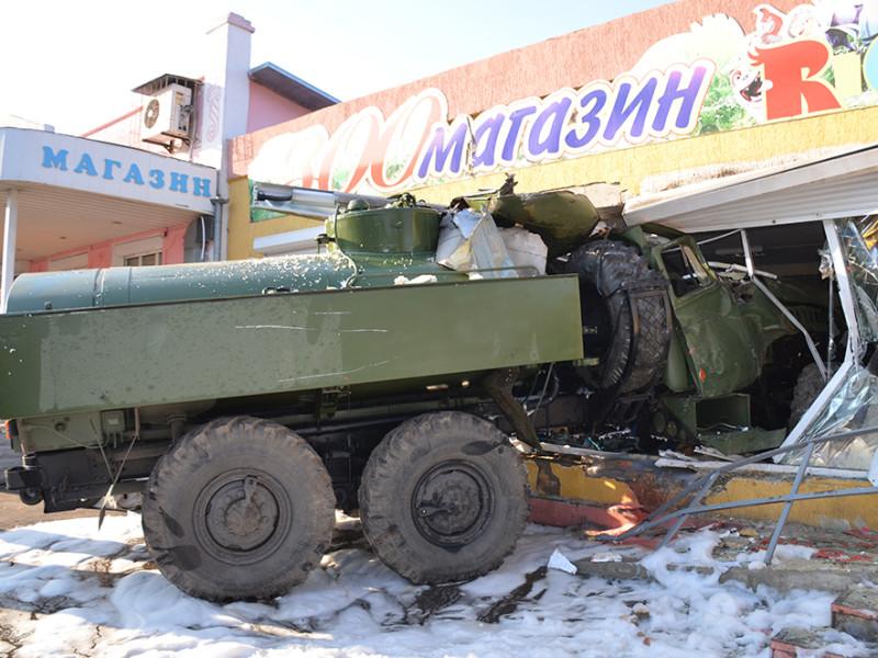 В Николаеве военный Урал въехал в зоомагазин. Побробности